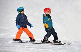 Poprvé s dětmi na lyže. Kolik zaplatíte?