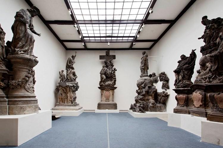 Lapidárium ukrývá největší českou státní sbírku kamenné plastiky a architektonických článků z období od 11. do 19. století