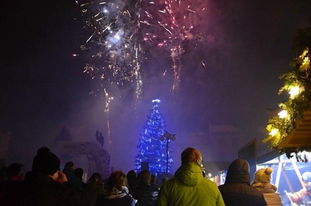 Popis: Silvestr 2017 ve Valašském Meziříčí.