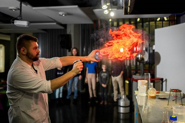 Popis: Science show v liberecké iQLANDII.
