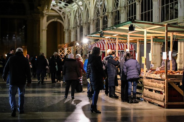 Popis: Mariánskolázeňský vánoční trh.