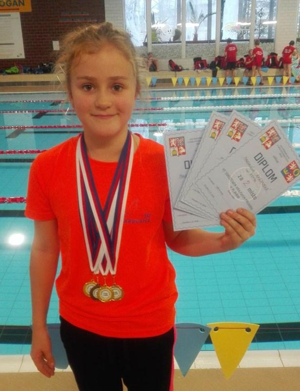Popis: Magdaléna Karanská, která překonala deset let starý rekord v distanci 50 metrů prsa.