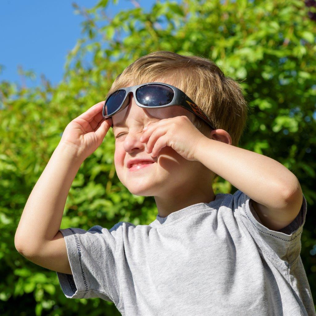Test dětských slunečních brýlí: ochrana proti UV funguje