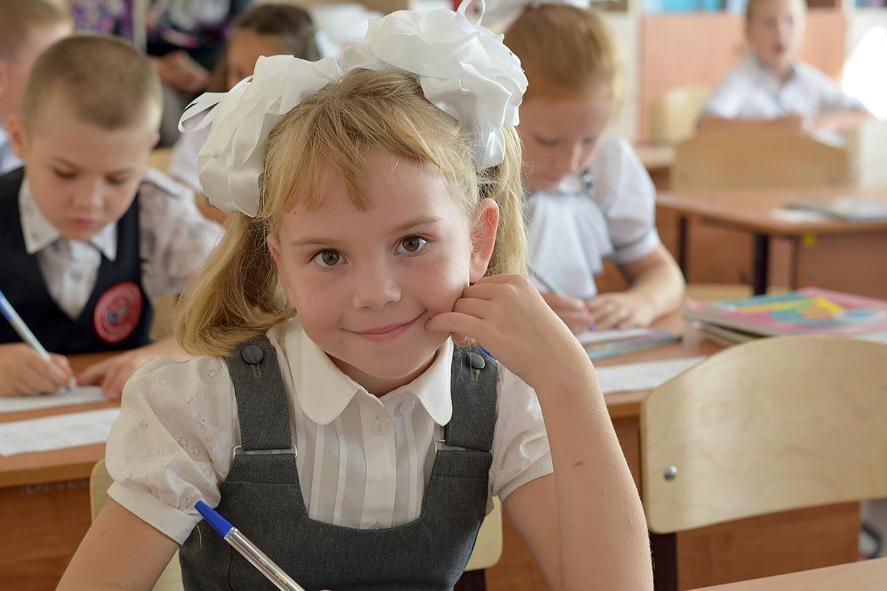 Žáků základních škol stále přibývá