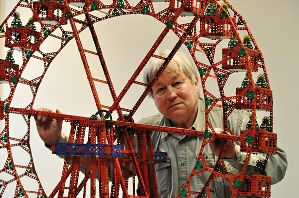Popis: Jiří Mládek postavil z Merkuru mnoho zajímavých věcí. Patří mezi ně i Ruské kolo.
