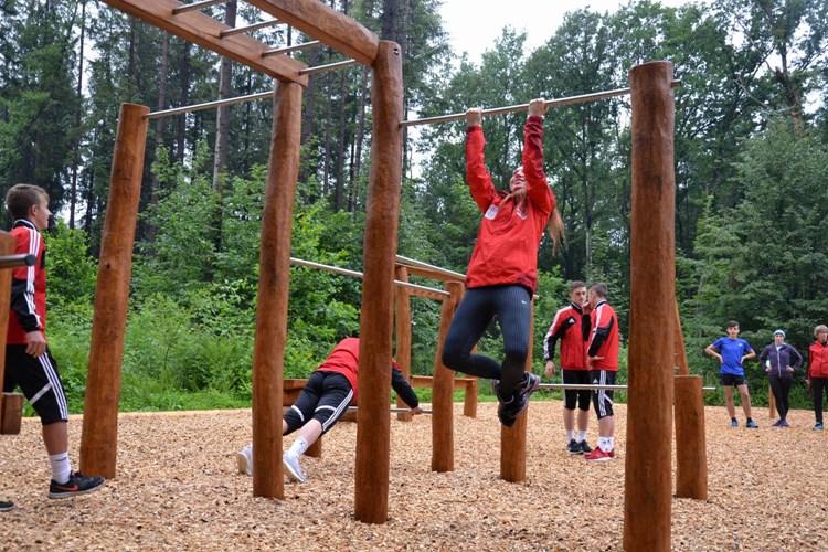 Pojďte si zacvičit do lesní posilovny v Třinci