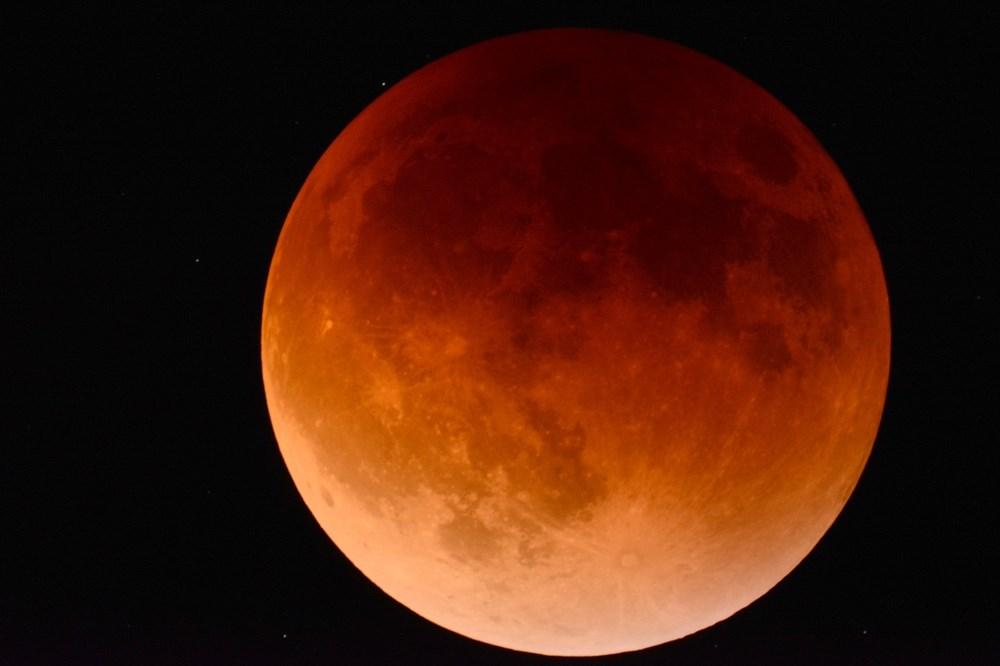 Popis: Měsíc. Ilustrační foto.