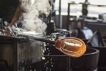 Ve čtvrtky si v dílničkách v Železném Brodě můžete zkusit, jak se vyrábí sklo