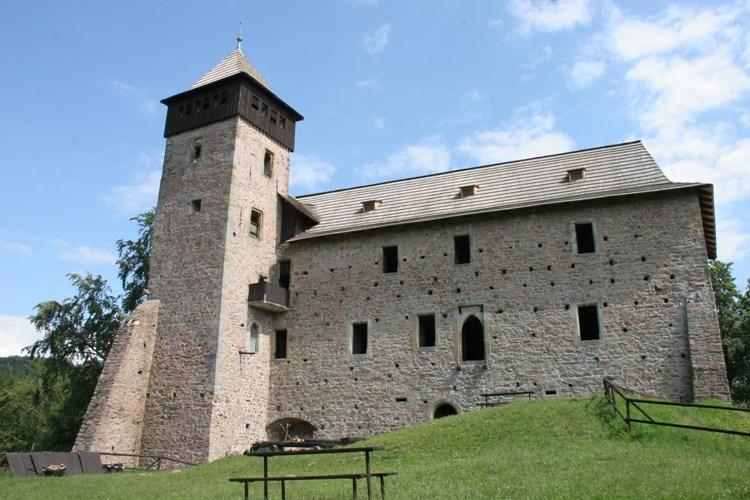 Hrad Litice je dílem přestavby Jiřího zPoděbrad z roku 1468