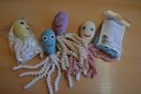 První dny života zpříjemňují novorozencům Jesenické nemocnice háčkované chobotničky