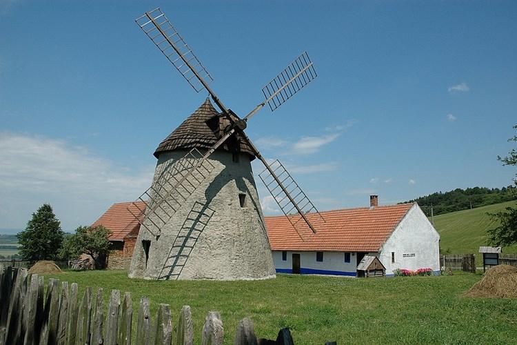 Přes sto let sloužil zemědělcům. Nyní krásu větrného mlýna v Kuželově obdivují turisté