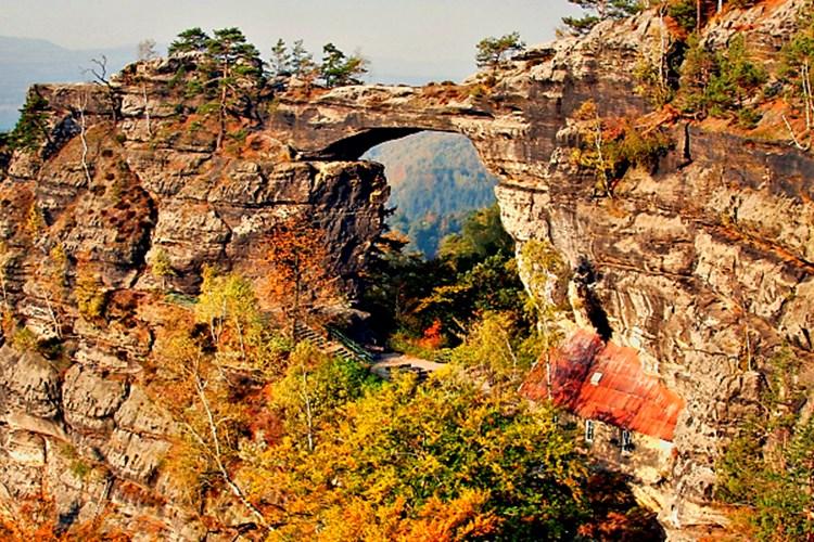 Největší přirozená skalní brána na našem kontinentu. Taková je Pravčická brána