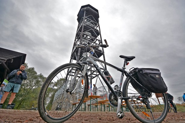 Popis: Vyhlídková věž u Odry.