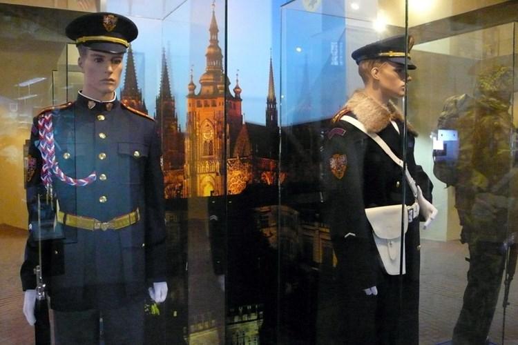 Stálá expozice mapuje vývoj českých vojenských jednotek střežících Pražský hrad