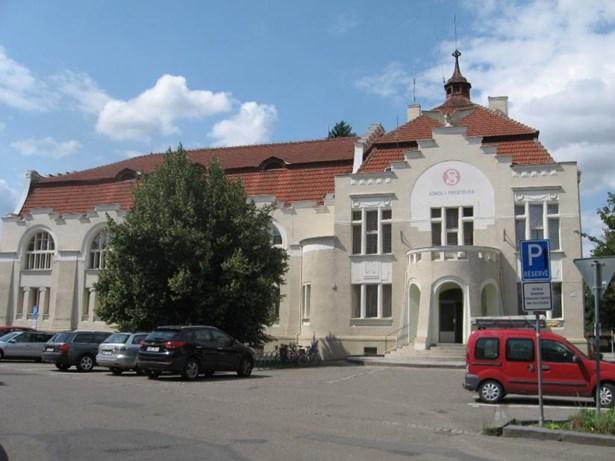 Popis: Sokolovna na Skálově náměstí v Prostějově.