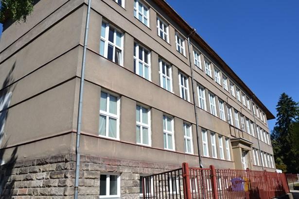 Popis: Budova gymnázia v Jilemnici.