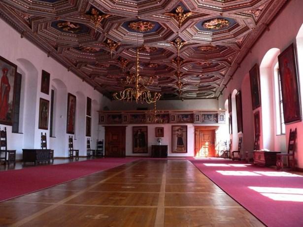 Popis: Zlatý sál státního zámku Telč.