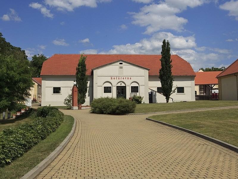 Popis: Zámecký areál Ctěnice.