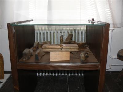 Muzeum disponuje exponáty lidového umění i řemeslnými nástroji