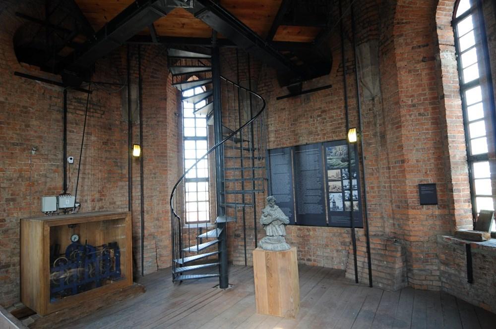 Svatojánská vyhlídková věž představuje zároveň výstavní prostor.
