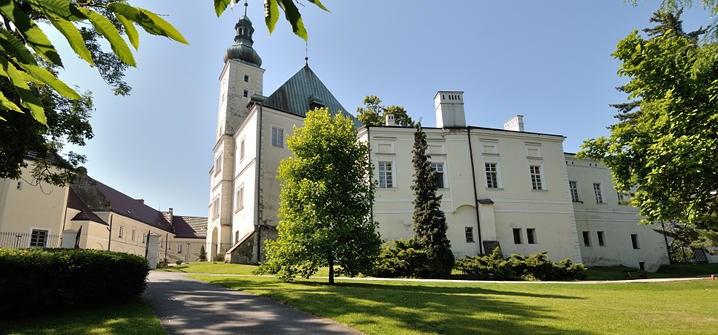 Frýdecký zámek je chloubou města. Nabízí pět stálých expozic