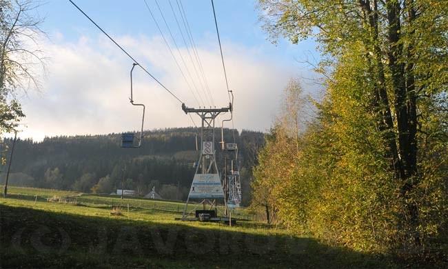 Lanovka vyveze cestující z Oldřichovic na Javorový za necelých deset minut