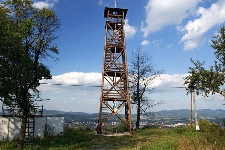 Rozhledna Bražiska nabízí výhled především na Valašské Meziříčí