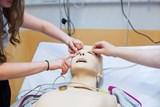 Středoškoláci si zpestřují výuku biologie nebo chemie díky workshopům Lékařské fakulty Univerzity Karlovy