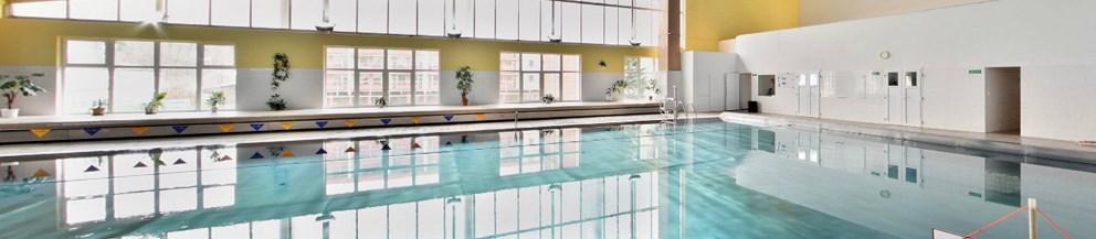 Popis: Krytý bazén při Střední škole řemesel ve Frýdku-Místku.