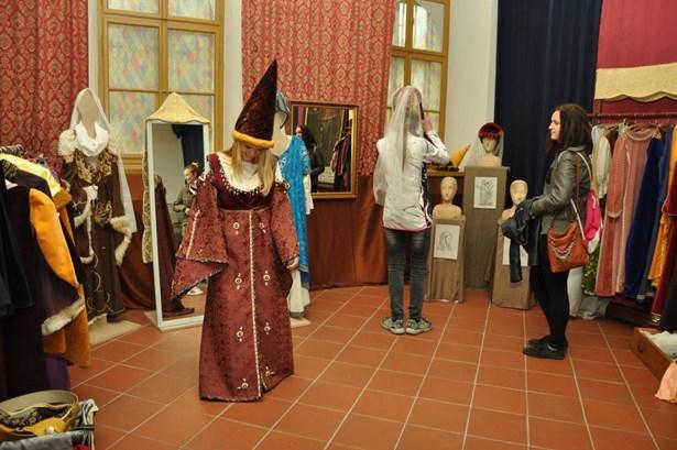 Popis: Jeden den ve středověku v muzeu v Poličce.