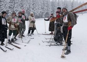 Krakonošovi lyžníci nabídnou závody na historických lyžích a saních i soutěž o nejlepší historický kostým