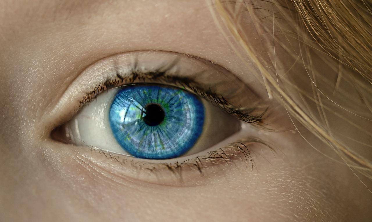 Deset zajímavostí o lidském oku: jak je to s mrkví nebo barvou očí?
