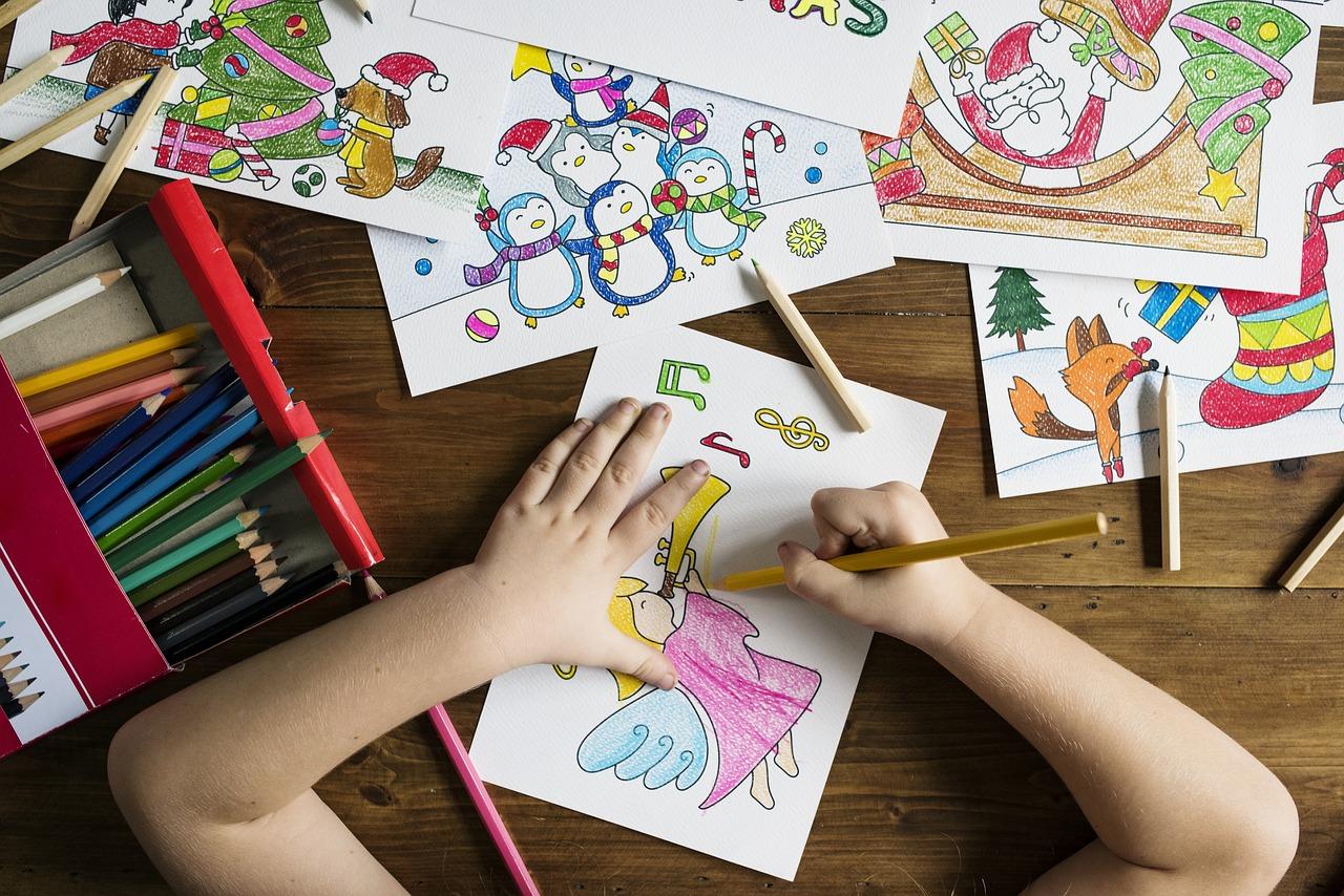 Ke kreslení postačí tužka, guma a obyčejný skicák. Kresba rozvíjí dětskou představivost a kreativitu