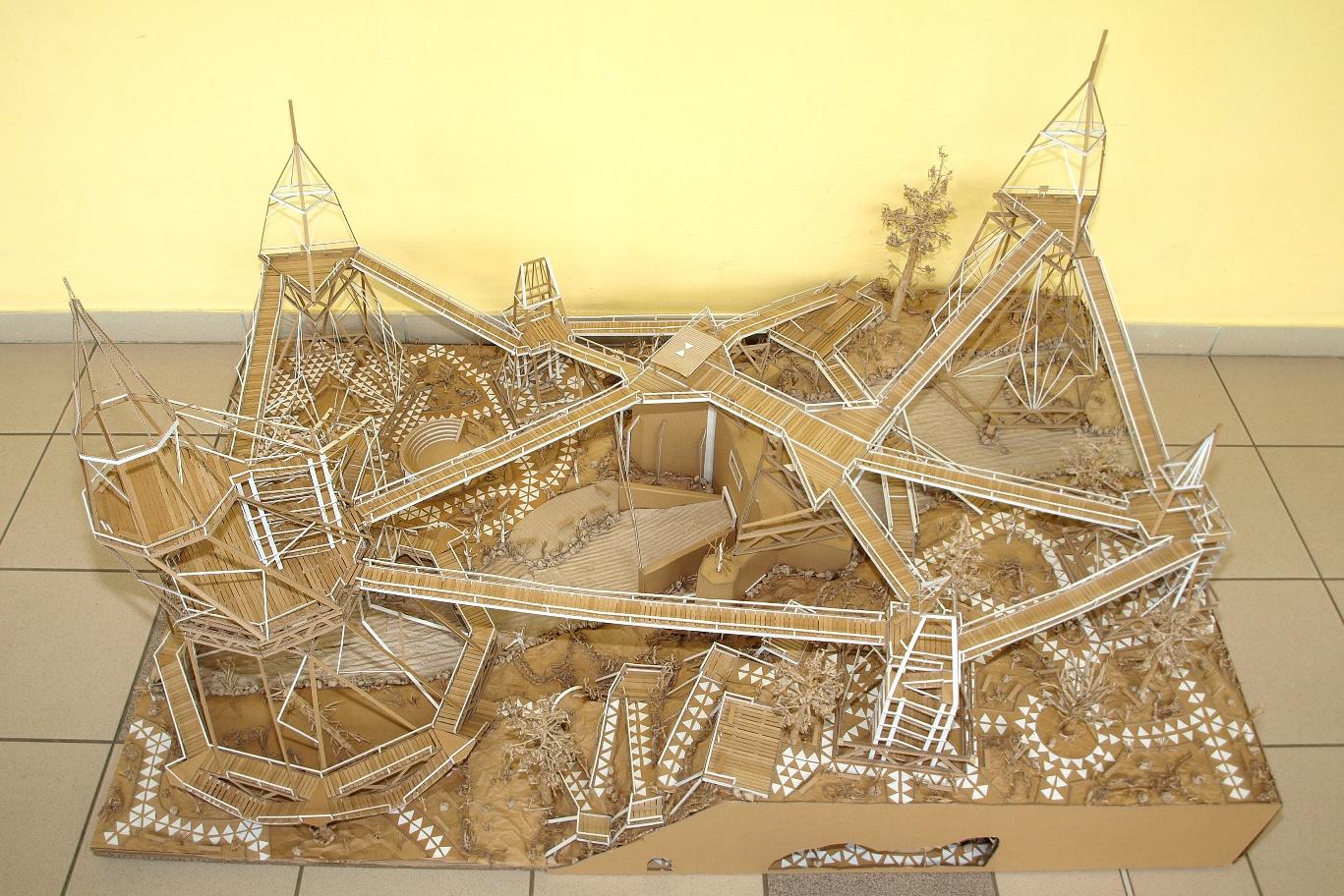 Studenti z Hradce Králové staví přehradu z vlnité lepenky