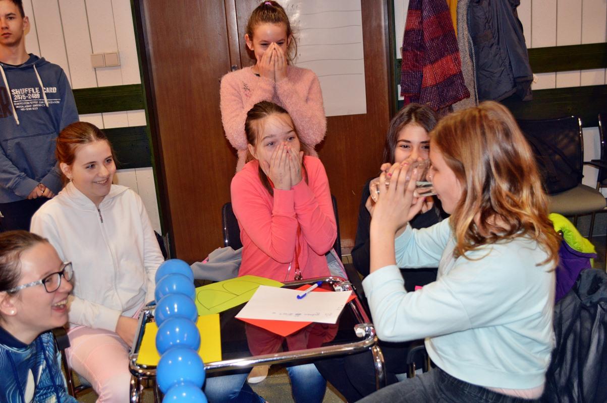 Na Dlouhých stráních školáci objevovali tajemství čisté vodní energie