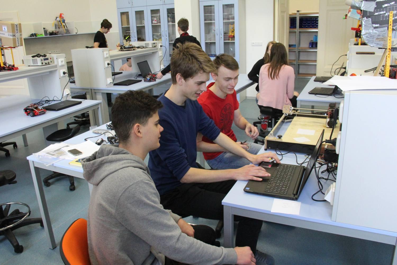Studenti gymnázia představili nově vybavené učebny odborných předmětů