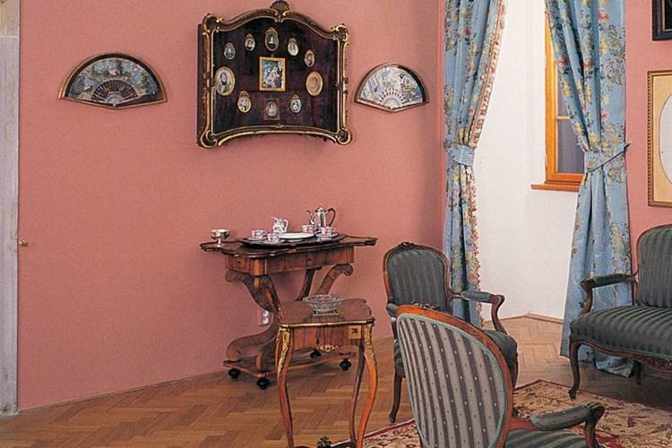 Stálá expozice na zámku v Nelahozevsi ilustruje, jak vypadal život urozené rodiny Lobkowiczů