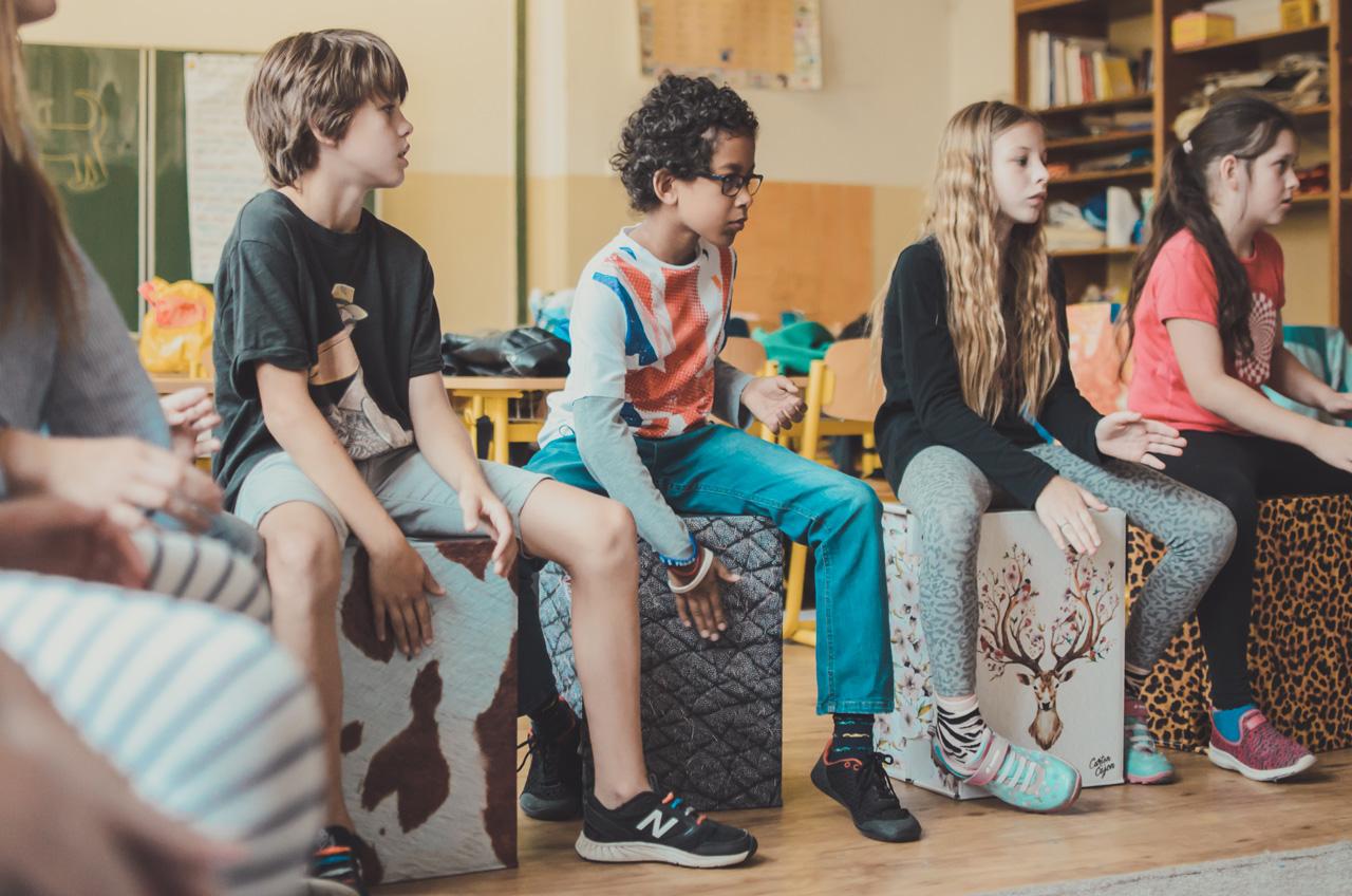Komenského škola hrou stále žije! Výuka hrou, zážitky a bubnování pomůže s hyperaktivitou i poruchami soustředění