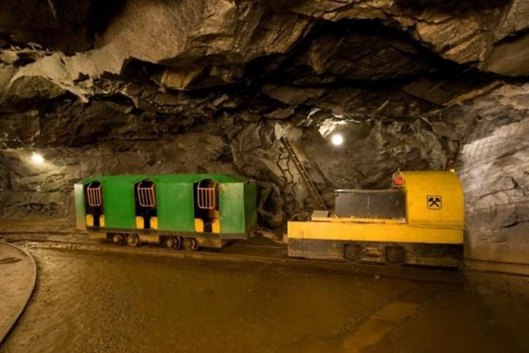 Grafitový důl přibližuje práci horníků i to, s jakými stroji pracovali