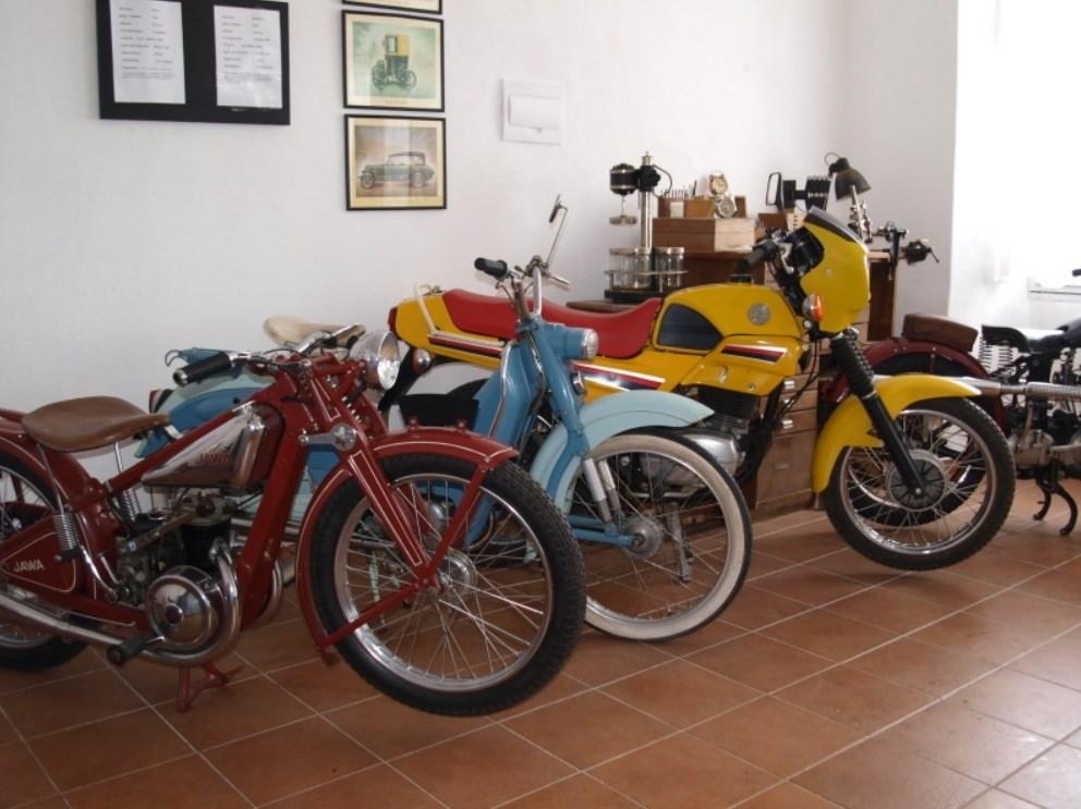 Popis: Muzeum historických motocyklů v Železné Rudě.