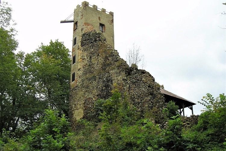 Rozhledna Rýzmberk nabízí v létě výhledy na západní Šumavu, Český les či Hoher Bogen