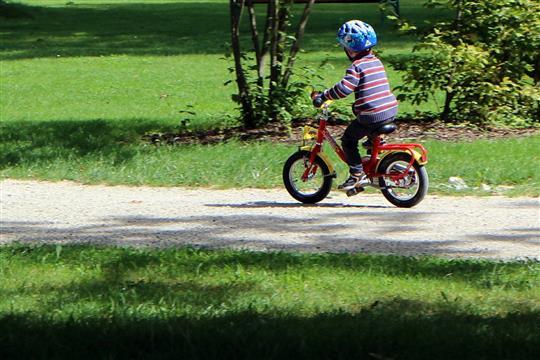 Děti budou soutěžit v jízdě zručnosti. Test prověří jejich znalosti pravidel silničního provozu