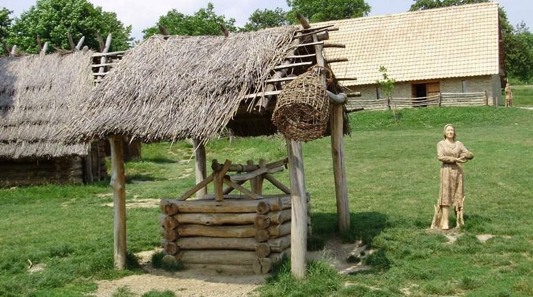 Popis: Archeologický skanzen Modrá.