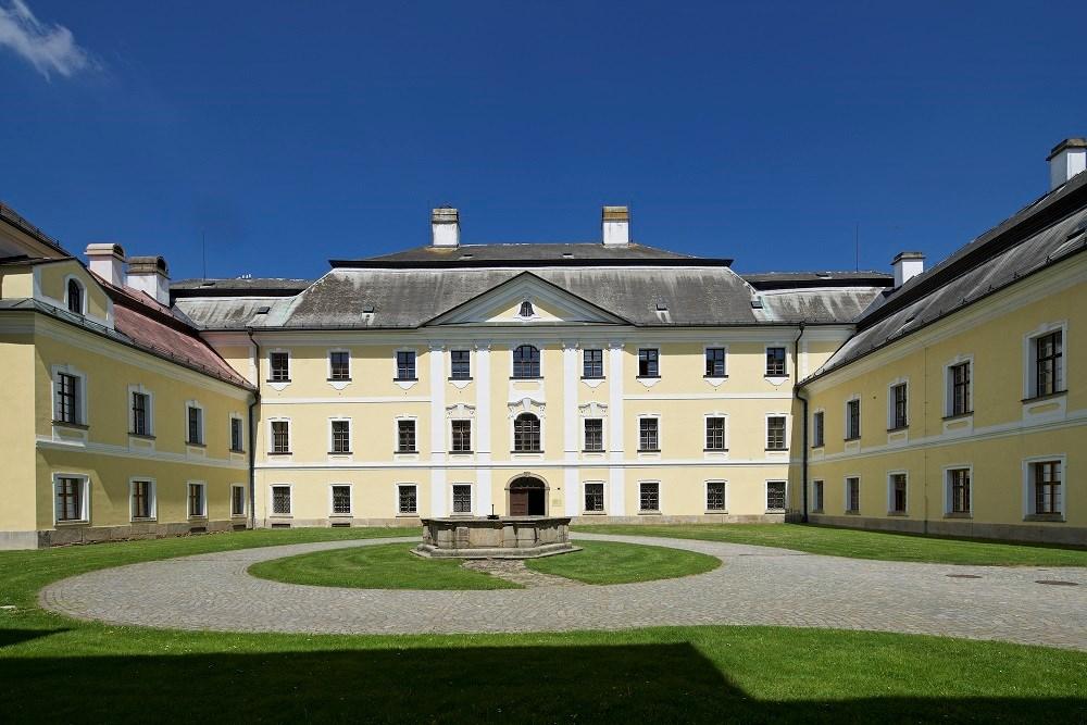 Popis: Zámek ve Žďáru nad Sázavou.