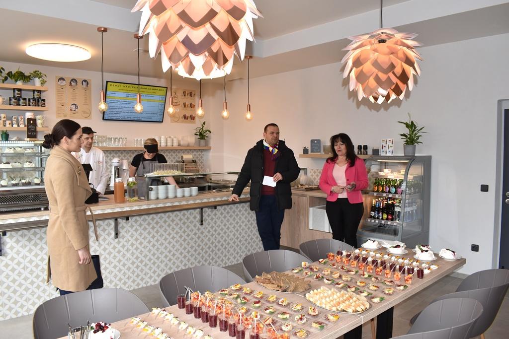 10. školní jídelna kompletně zrekonstruovala své prostory, nabízí stravování i pro veřejnost