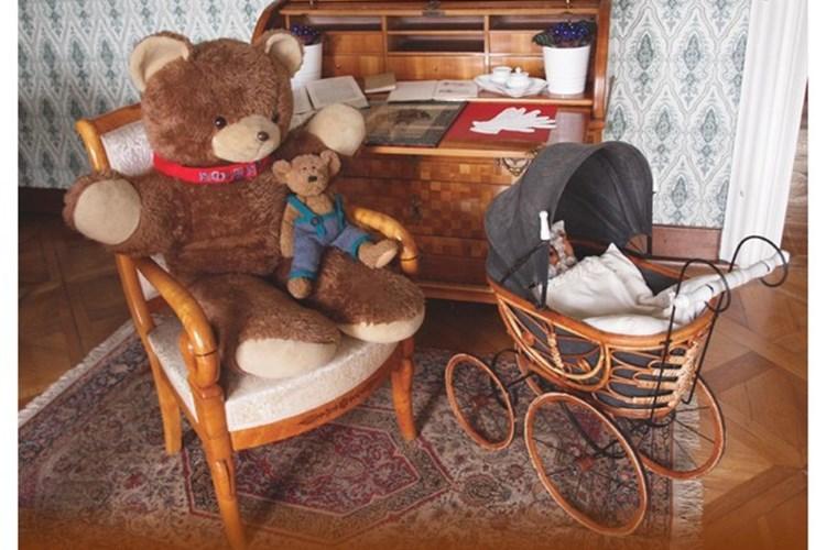 Na lysickém zámku jsou stovky plyšových medvědů