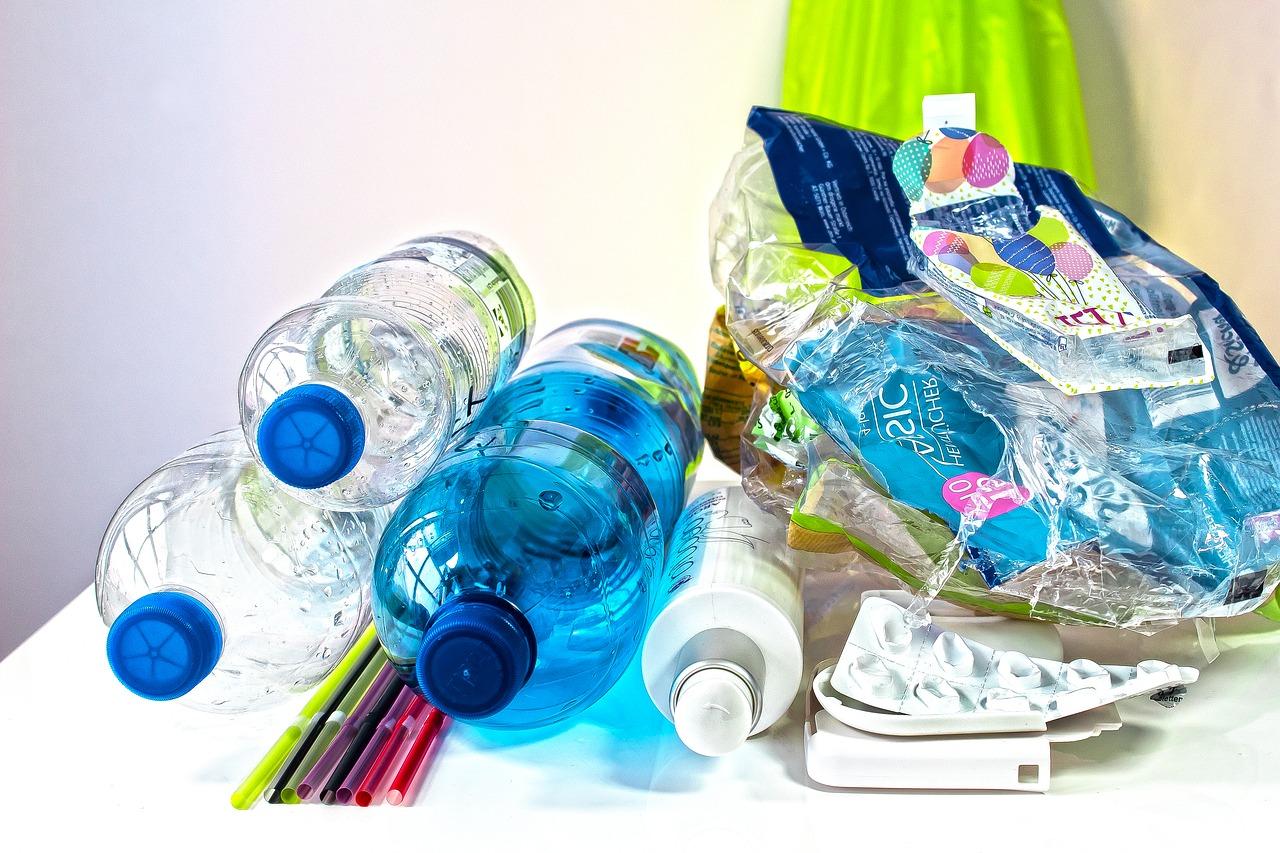 Praha vyzývá žáky pražských škol k opuštění plastů