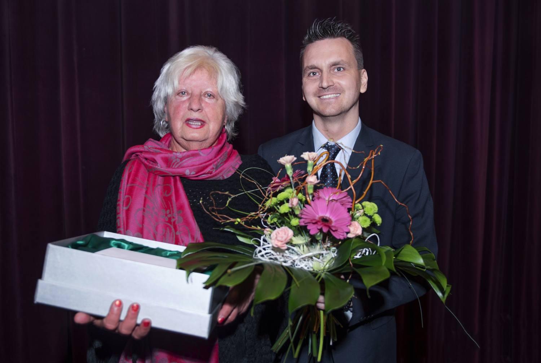 Pět skleněných knih má nové majitele, Jablonec poděkoval svým pedagogům