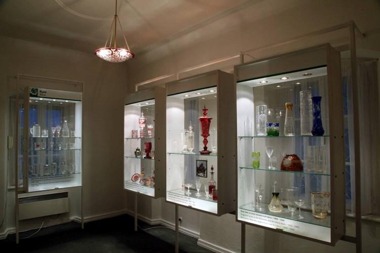 Sklářské muzeum sleduje vývoj sklářské průmyslové výroby na Novoborsku