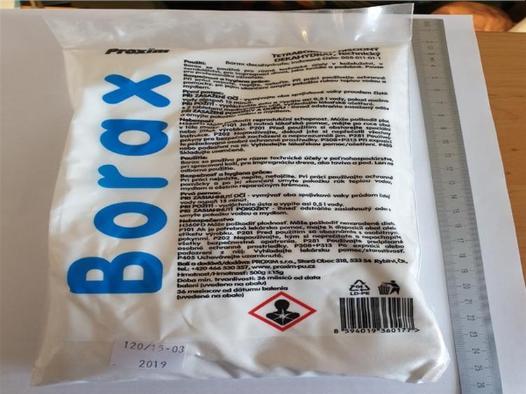 Borax, látka často využívaná dětmi k výrobě slizů, může poškodit reprodukční schopnost